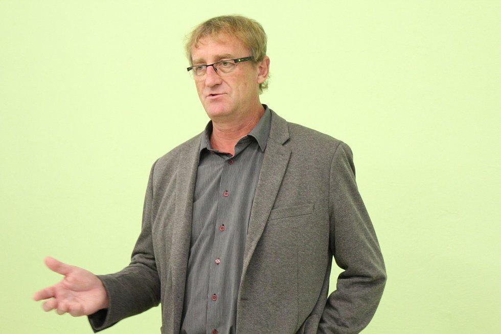 Lídr komunistů Ivo Pojezný.