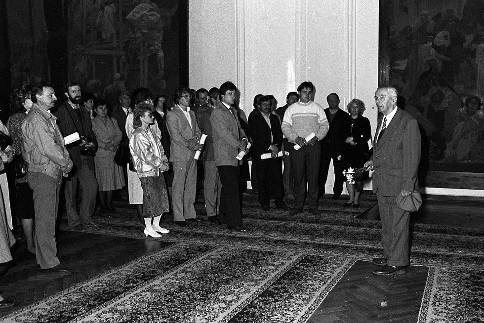 Rok 1989, rekonstrukce a pompézní znovuotevření výstavy, na snímku vpravo Josef Staroštík.