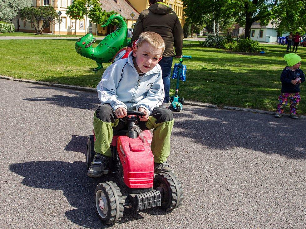 Veselé odpoledne v Jaroslavicích připravil pro desítky malých i odroostlejších návštěvníků jaroslavický spolek Jarmínek.