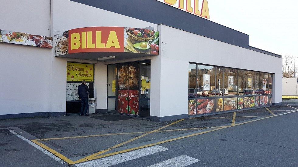 Nová pravidla platí od středy 18. listopadu pro provoz obchodů. Na snímku Billa v Brně.