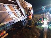 Nehoda kamionu zablokovala sjezd na 190. kilometru ve směru na Prahu.