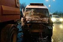 Nehoda čisticího vozu a dodávky v brněnské Černovické ulici.