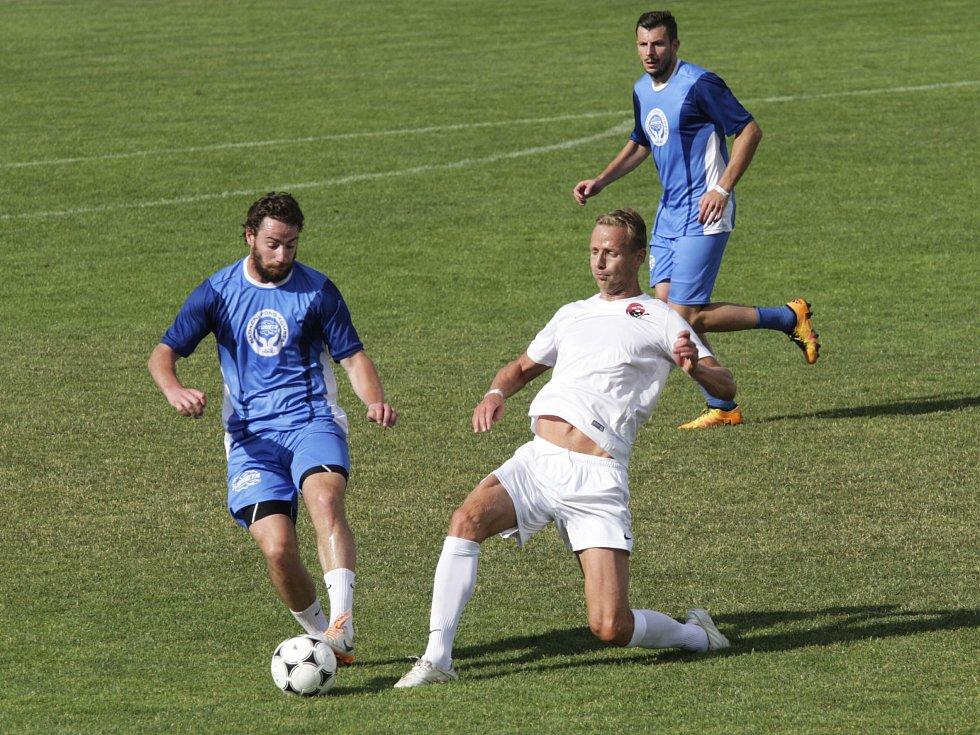 První ročník charitativního turnaje Brenna Cup přilákal na velkopavlovický stadion stovky diváků. Fotbalový turnaj ovládl tým hokejové Komety Brno.
