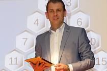 Zájezdová verze oblíbené televizní soutěže AZ-kvíz měla ve středu premiéru v brněnském Semilasse. Pod názvem AZ-kvíz na cestách v ní moderátor Aleš Zbořil přivítal poprvé soutěžící z řad diváků mimo televizní studio.
