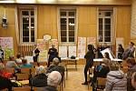 Veřejné jednání týmu Kanceláře architekta města Brna s místními obyvateli o současné i budoucí podobě náměstí Míru v Masarykově čtvrti v Brně.