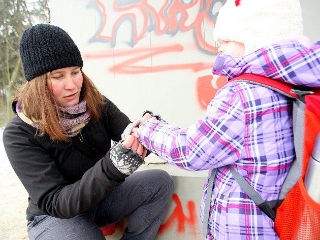 Redaktorka Deníku Jana Vondrová si vyzkoušela práci vychovatelky v Dětském lesním klubu Cestička Brno, který je jednou z brněnských lesních mateřských škol.