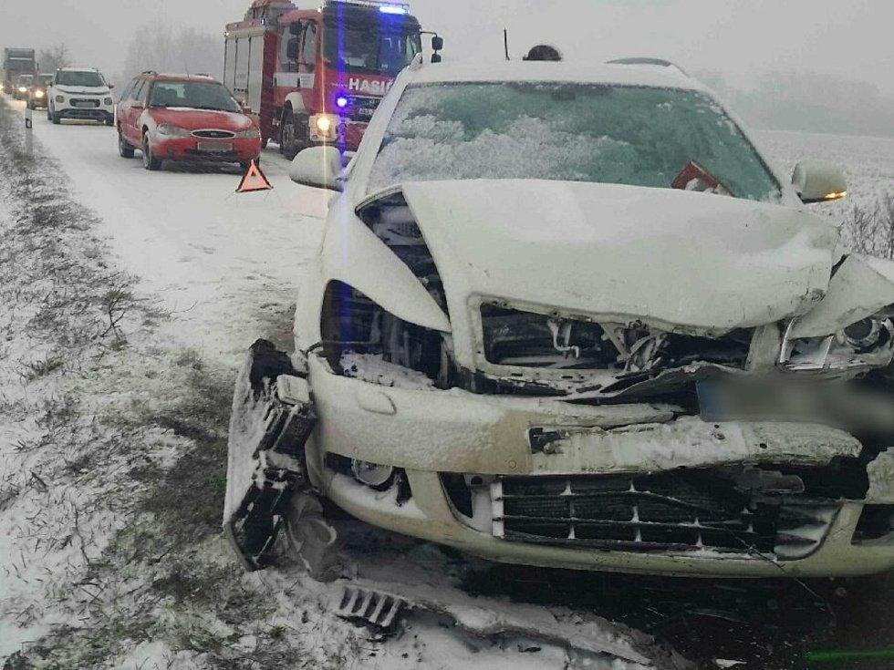 Dvě auta se srazila v úterý u brněnských Tuřan.
