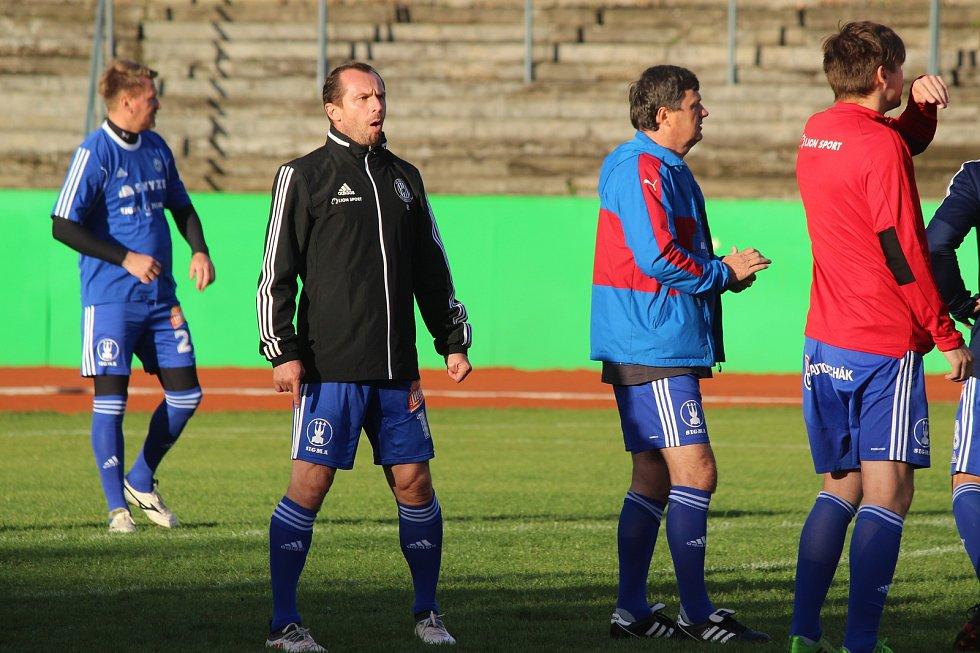 Za Lužánkami se ve čtvrtek utkaly legendy Zbrojovky Brno a Sigmy Olomouc. Na hřiště vyběhl také bývalý reprezentant Radoslav Látal (v černém).