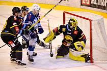 Hokejová Kometa Brno (v bílém) získala v utkání s Litvínovem bod.