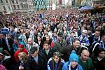 Kometa vs Pardubice - fanoušci sledují utkání na brněnském náměstí Svobody.
