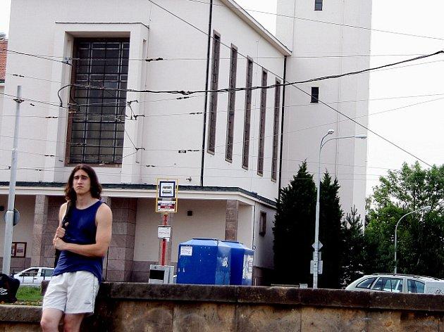 Kostel na náměstí Míru na Kraví hoře
