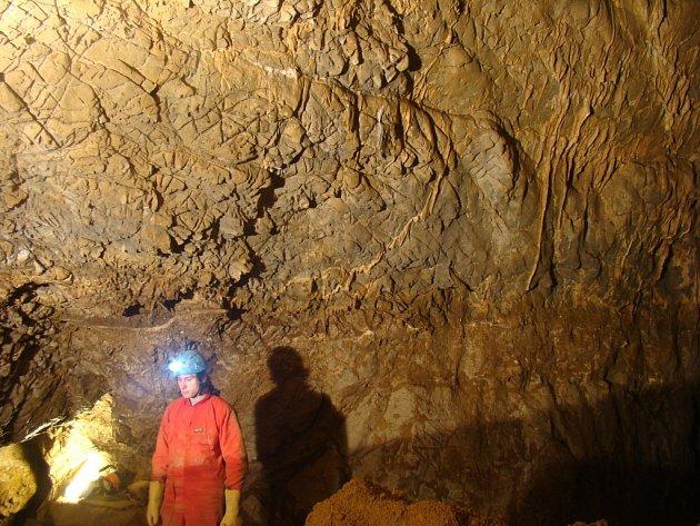 Všedesátých letech minulého století zabavila Výpustek armáda a zřídila vněm protiatomový kryt. Vojáci přestali podzemí používat vlednu 2002.Správa jeskyní pak Výpustek zpřístupnila, konají se vněm irůzné kulturní akce.