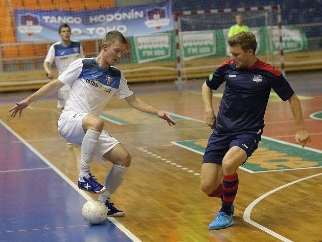 """Futsalové Tango do prvního """"nového"""" derby po odchodu z Brna do Hodonína proti celku Rádio Krokodýl Helas Brno vstupovalo v pozici favorita, jenže ji nepotvrdilo. Helas duel osmého kola v domácí hale ovládl 3:1."""