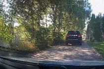 Muže ujíždějícího odcizeným autem se podařilo zadržet v Křenovicích.