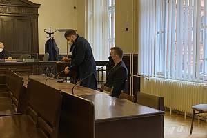 Dvaadvacetiletý Benedikt Čermák na online serveru okomentoval video s drastickým teroristickým obsahem. Za jeho výrok ho Krajský soud v Brně odsoudil k šesti letům ve vězení.