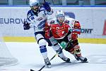 Hokejové utkání Tipsport extraligy v ledním hokeji mezi HC Dynamo Pardubice (v červenobílém) a HC Kometa ( v modrobílém Peter Mueller) v pardudubické enterie areně.