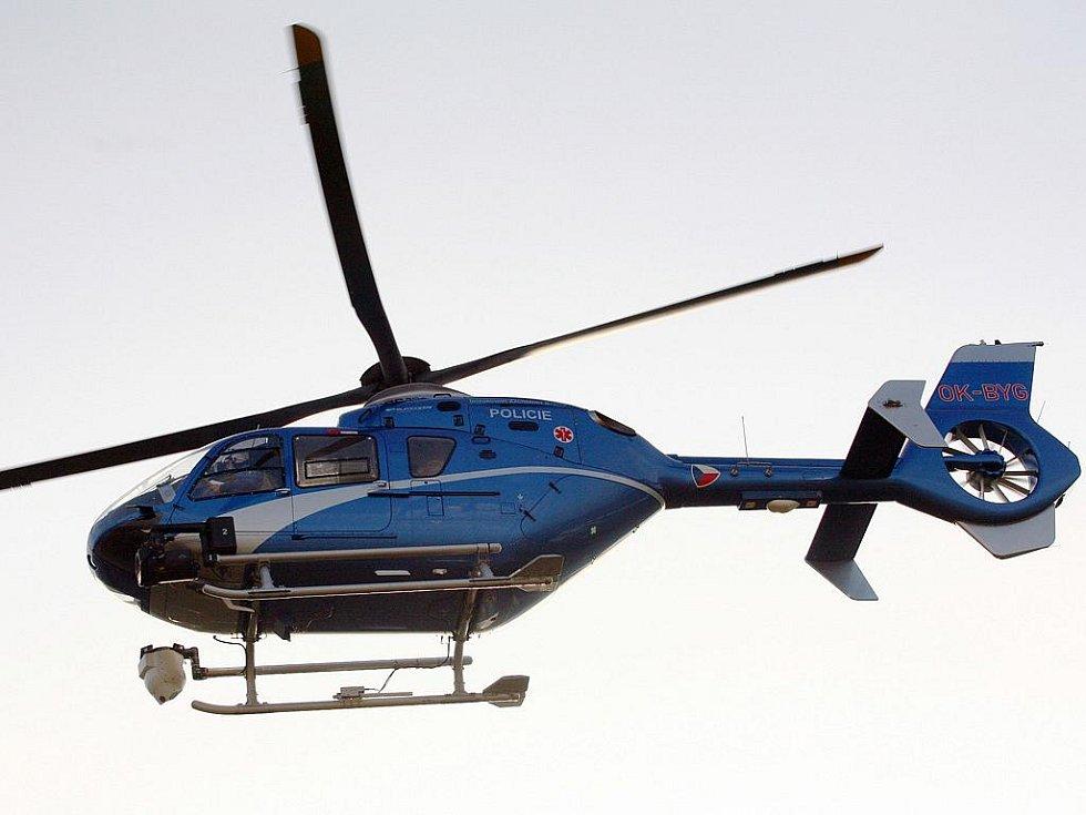 Policisté v úterý dopoledne pátrali po ztraceném muži v Bílovicích nad Svitavou. Do akce zapojili i vrtulník, muže však našli oběšeného.