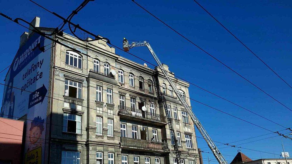 Do desetitisíců se ale může vyšplhat škoda po podobném nedělním požáru v brněnské Křenové ulici.