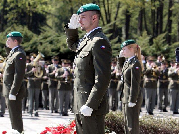 Lidé uctili památku vojáků padlých při osvobození Brna na konci druhé světové války