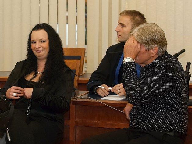 Radomír Habán (vpravo) a jeho dcera Ivona Habánová před soudem.