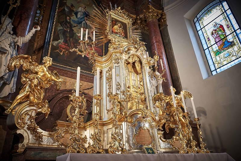 Svatostánek kostela sv. Leopolda Milosrdných bratří v Brně. Kostel byl postaven v letech 1768-1778. Restaurátoři obnovili část interiérů stavby.