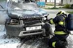 Hasiči likvidovali v sobotu odpoledne požár osobního auta v Čebíně na Brněnsku.