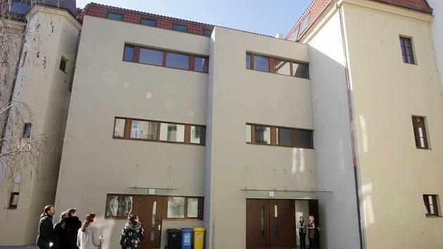 Do opravené budovy na Biskupské se nastěhovalo Centrum pro rodinu a sociální péči.