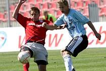 Brněnský fotbalista Filip Chlup (vlevo).