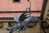 Kopie barokního chrliče na střeše brněnské nové radnice.