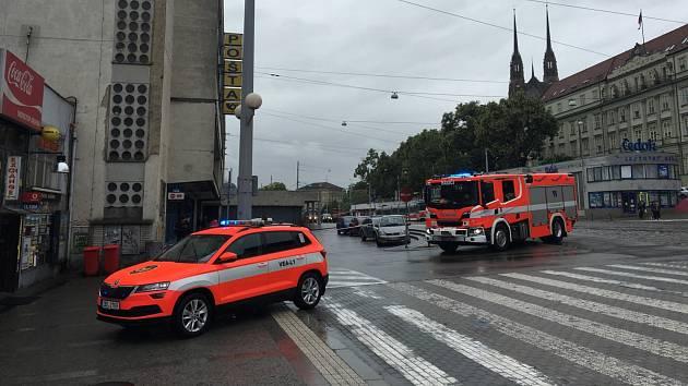 Na hlavní poště v Brně nahlásili bombu. Nejezdí vlaky ani městská doprava