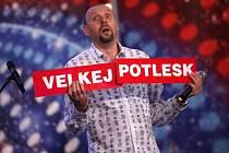Moderátor Miloš Knor zájezdovou partičku Komici s.r.o. před lety založil a sám v ní účinkuje.