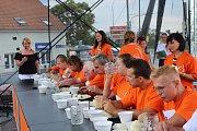V Židlochovicích se konalo čtvrté meruňkobraní. Lidé soutěžili také v pojídání meruňkových knedlíků.