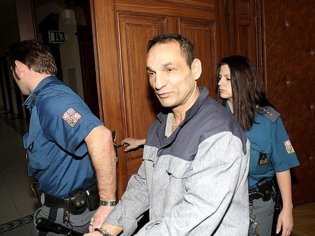 Za ublížení na zdraví a vyhrožování dostal sedmačtyřicetiletý Milan Holub čtyři a půl roku vězení.