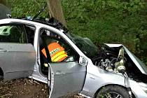 Nehoda mercedesu v lese poblíž Bílovic nad Svitavou na Brněnsku skončila v sobotu ráno tragicky.