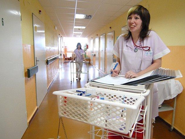 Nemocniční chodba.
