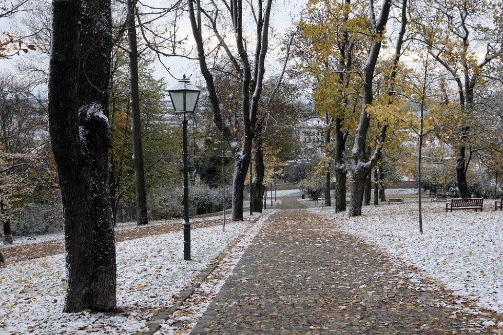 Na jižní Moravu dorazil na konci října první sníh (na snímku Brno).