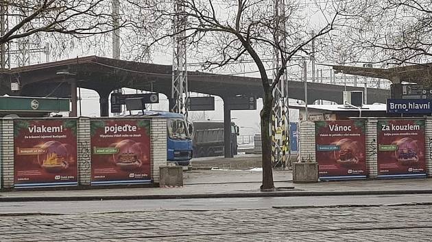 Chybný výlep u hlavního nádraží