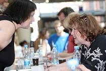 Autogramiádu herců nové inscenace Letních shakespearovských slavností Romeo a Julie hostilo v úterý odpoledne brněnské nákupní centrum Vaňkovka.