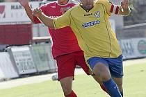 Fotbalista Petr Schwarz (ve žlutém dresu Břeclavi).