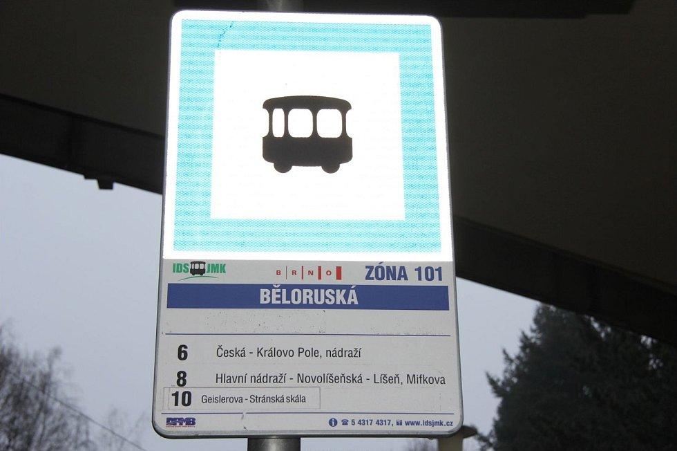 Neznámý útočník důchodkyni přepadl na tramvajové zastávce Běloruská v brněnských Bohunicích.