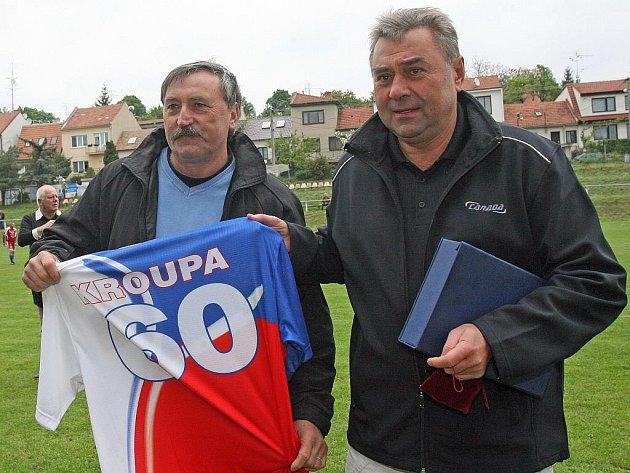 Na hřišti v Bosonohách přišla oslavit 60 narozeniny brněnského fotbalového reprezentanta Karla Kroupy Bolkova jedenáctka zápasem proti pražské Amfoře.