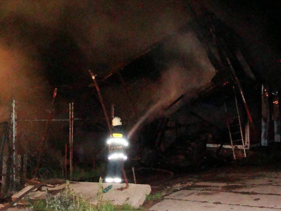 Hasiči z Holásek hasili i požár ubytovny u Zetoru v Brně-Líšni.