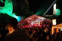 TECHNO NA HRADĚ. Starobylý hrad v Boskovicích na Blanensku zaplnili příznivci elektronické taneční hudby.