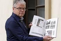 Jaké bylo pohostinství v Pisárkách nebo na Špilberku se mohou čtenáři nově dočíst v druhém díle knihy Račte pivečko nebo vínečko? O brněnských vinárnách, restauracích i hospodách píše ve fotografické knize autor Vladimír Filip.