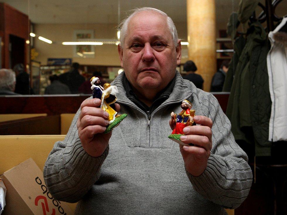 Karel Herman se ruční výrobě betlémů věnuje celý rok.