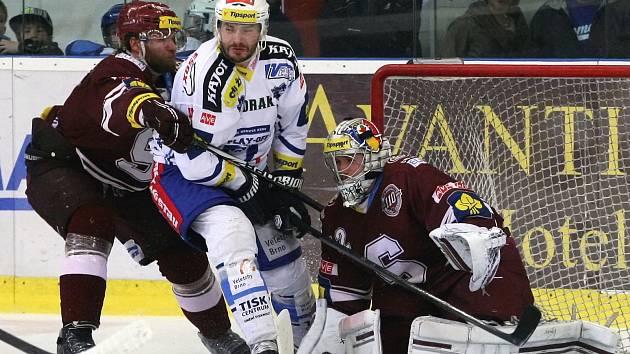 Hokejisté Komety zvládli třetí semifinále a v prodloužení porazili Spartu 3:2.