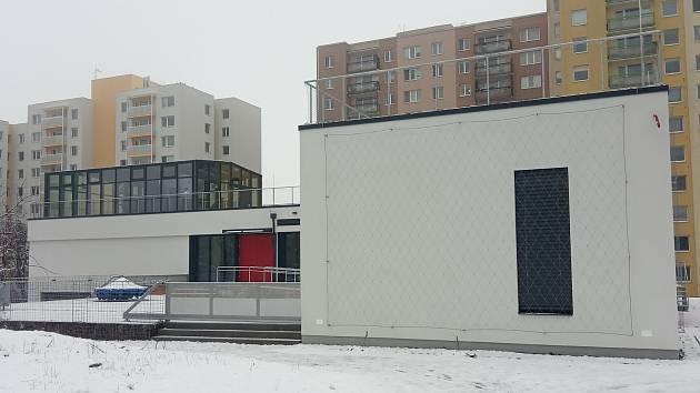 Nové komunitní centrum Skála v Novém Lískovci budou využívat pro jednorázové akce i pravidelná setkávání místní spolky, veřejnost i firmy.