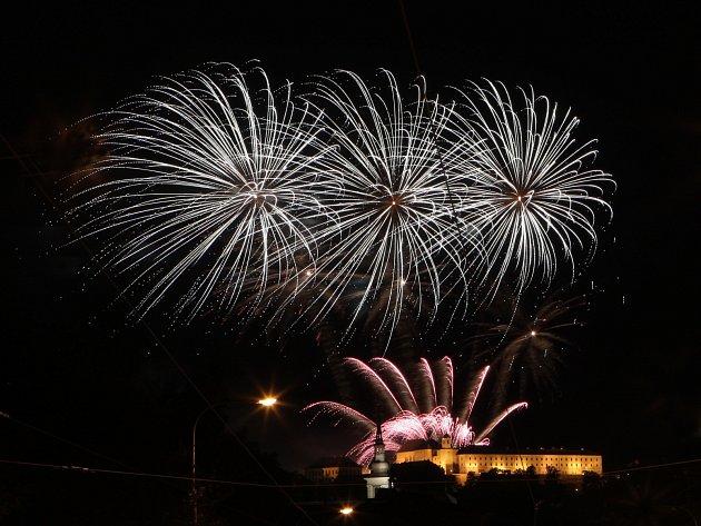 Ohňostroj od české skupiny Flash Barrandov SFX nad hradem Špilberk uzavřel osmnáctý ročník přehlídky Ignis Brunensis.
