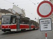 Oprava brněnské Křenové ulice skončí podle dopravního podniku dřív než posledního listopadu.