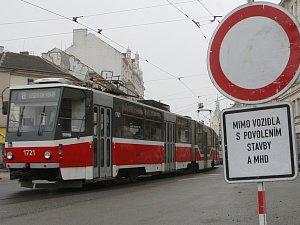 Oprava Křenové ulice skončí dřív. Omezený provoz tramvají skončí už po víkendu